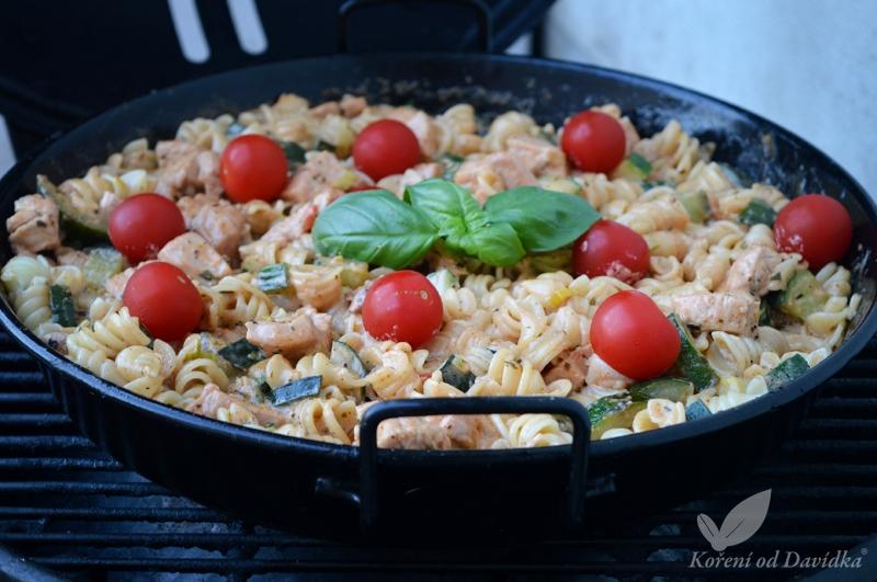 Z grilovací pánve: Těstoviny s krůtím masem a zeleninou