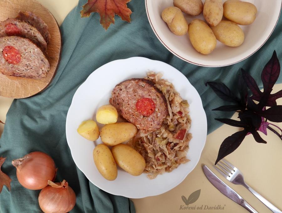 Plněná sekaná s hlávkovým zelím a vařeným bramborem